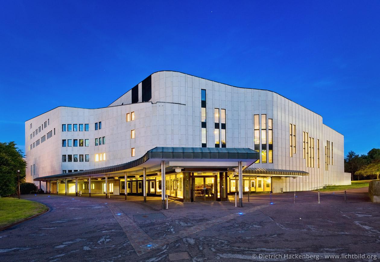 Aalto-Theater Essen bei Nacht. Foto © Dietrich Hackenberg