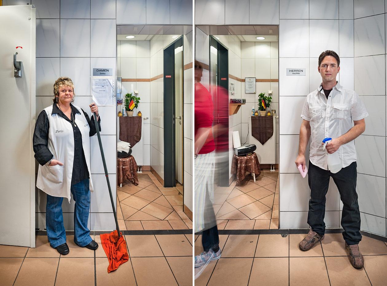 Doris und Torsten betreuen eine WC-Anlage in einem Kaufhaus. Als Angestellte eines Pächters wechseln sie sich in Früh- und Spätschichten ab. Arbeitsplatz Toilette - Kaufhof Dortmund Foto © Dietrich Hackenberg