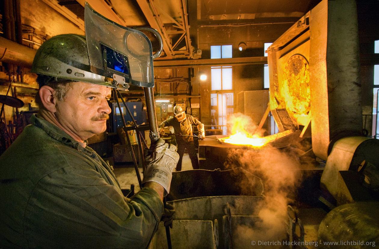 Stahlkocher - Ofenmannschaft Stahlwerk - Foto © Dietrich Hackenberg