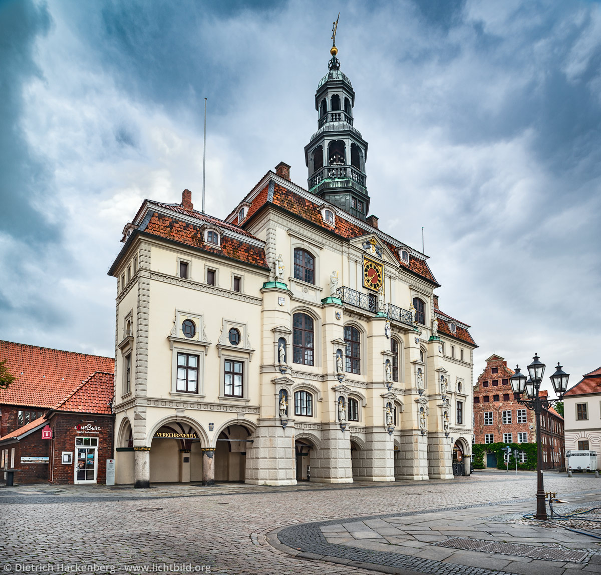 Rathaus Lüneburg - Das Lüneburger Rathaus von 1230 gilt als größtes mittelalterliches Rathaus Norddeutschlands. Foto © Dietrich Hackenberg