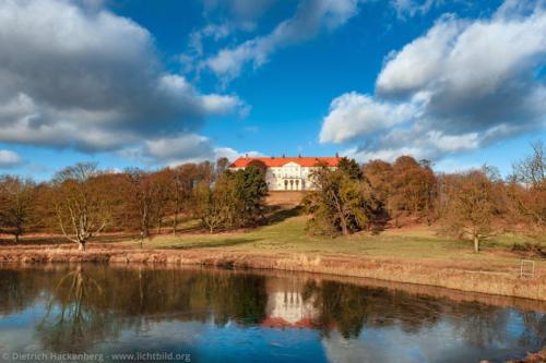 Schloss Cappenberg mit gefrorenem See - Selm - Foto © Dietrich Hackenberg