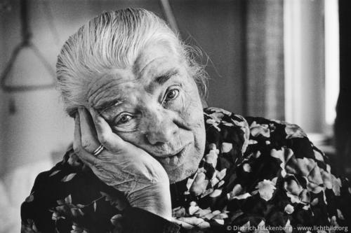 Alte Frau im Krankenhaus - Bayern - Foto © Dietrich Hackenberg