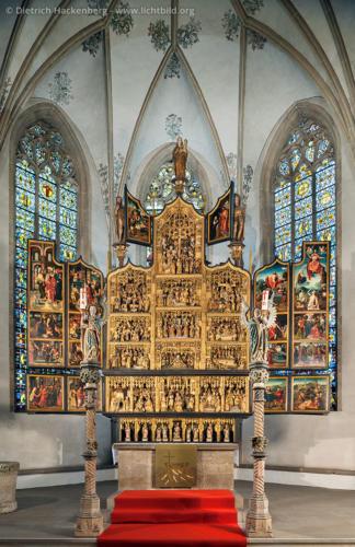 Antwerpener Flügelretabel in der St. Viktor-Kirche Schwerte - Der geöffnete Antwerpener Schnitzaltar aus dem Jahre 1523 in Schwerte. Foto © Dietrich Hackenberg