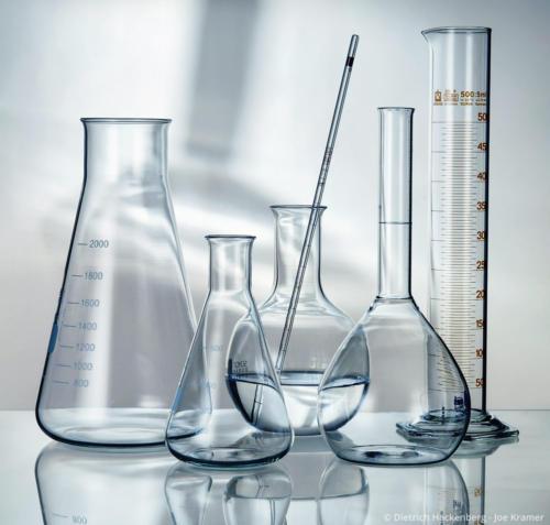 Gläserne Laborgefäße Foto © Dietrich Hackenberg - Joe Kramer