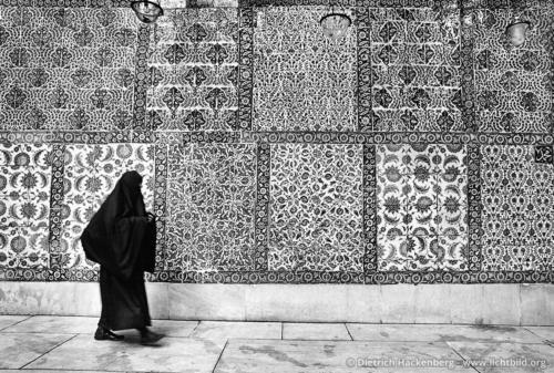 Grab eines Bannerträgers des Propheten Mohammed in Eyüp Istanbul, Türkei - Eyüp Ensari ist während der ersten Belagerung Konstantinopels durch die Araber in den Jahren 672-679 gefallen. Foto © Dietrich Hackenberg