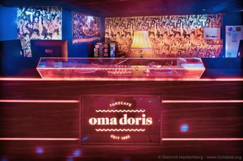 Tanzcafé Oma Doris - Reinoldistraße, Dortmund DJ-Pult - Foto © Dietrich Hackenberg