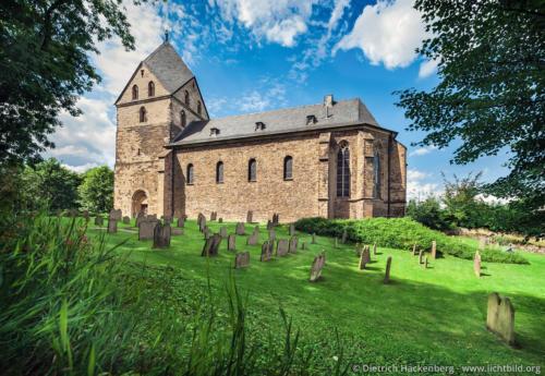 Kirche St. Peter zu Syburg - Dortmund-Syburg - Der Vorgängerbau der Pfarrkirche St. Peter zu Syburg stammt aus karolingischer Zeit. Foto © Dietrich Hackenberg