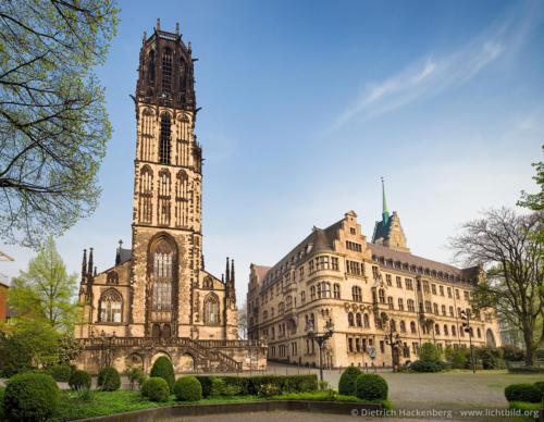 Salvatorkirche und das Duisburger Rathaus - Duisburg - Foto © Dietrich Hackenberg