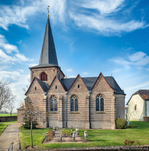Kirche St. Urbanus zu Mündt Das älteste erhaltene Kirchengebäude des Jülicher Landes. Foto © Dietrich Hackenberg