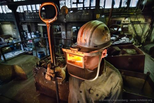 Spiegelnde Schutzbrille - Stahlwerk - Foto © Dietrich Hackenberg
