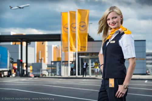 Lufthansa Cargo Mitarbeiterin - Tor 25, Flughafen - Frankfurt am Main - Foto © Dietrich Hackenberg