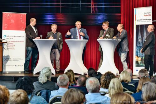 Podium - Fachveranstaltung Digitalisierung in der Pflege Wesseling - Foto © Dietrich Hackenberg